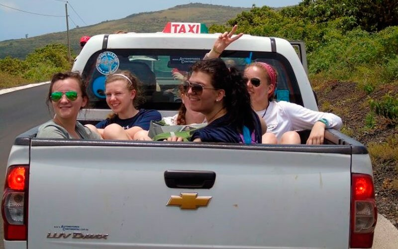 how to get to galapagos moving around taxi